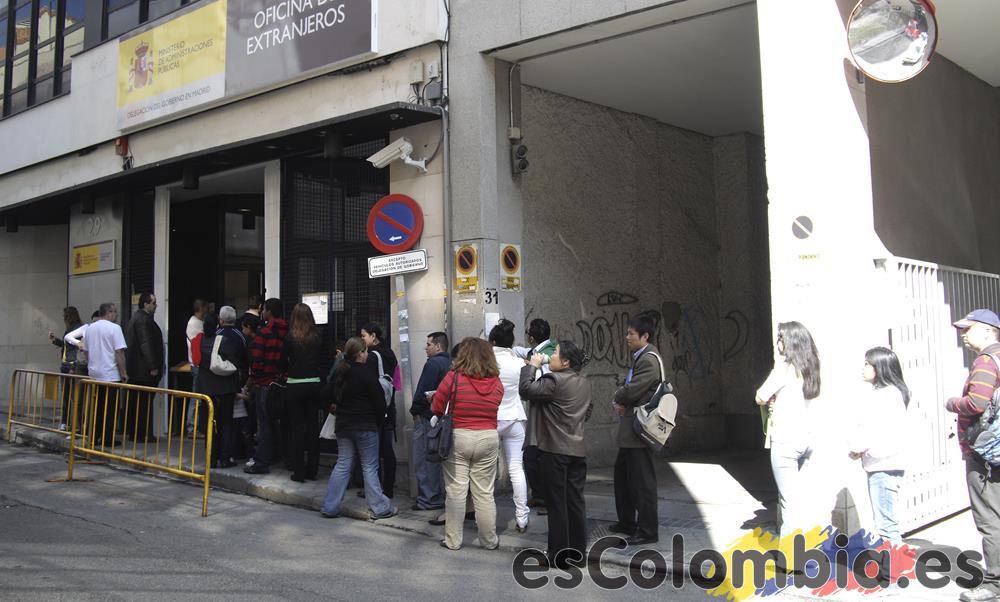 Inmigración en una oficina de extranjería de Madrid